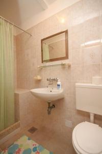 Apartment Novigrad 7054b, Apartmány  Novigrad Istria - big - 11