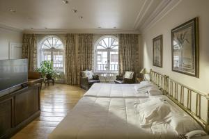Hotel López de Haro (1 of 60)