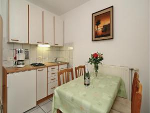 Two-Bedroom Apartment 0 in Porec, Apartmány  Poreč - big - 23