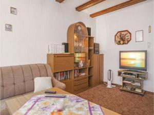Holiday home Am Hasselberg V, Holiday homes  Schielo - big - 6