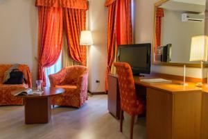 Excel Hotel Roma Ciampino, Hotely  Marino - big - 16