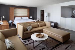Diplomat King Suite with Sofa Bed