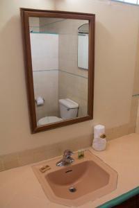 Hotel Quintas Papagayo, Hotels  Ensenada - big - 10