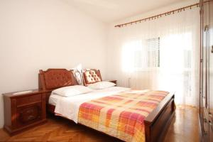 Apartment Grebastica 8367a, Apartments  Brodarica - big - 8