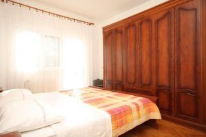 Apartment Grebastica 8367a, Apartments  Brodarica - big - 4