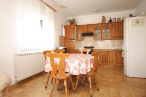 Apartment Grebastica 8367a, Apartments  Brodarica - big - 7