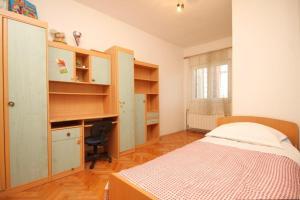 Apartment Grebastica 8367a, Apartments  Brodarica - big - 6