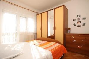 Apartment Grebastica 8367a, Apartments  Brodarica - big - 3
