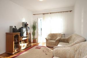 Apartment Grebastica 8367a, Apartments  Brodarica - big - 2