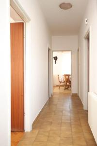 Apartment Grebastica 8367a, Apartments  Brodarica - big - 14