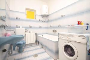 Apartment Grebastica 8367a, Apartments  Brodarica - big - 13