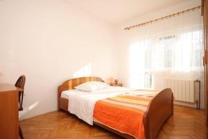 Apartment Grebastica 8367a, Apartments  Brodarica - big - 12