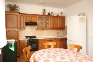 Apartment Grebastica 8367a, Apartments  Brodarica - big - 11
