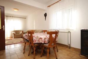 Apartment Grebastica 8367a, Apartments  Brodarica - big - 9
