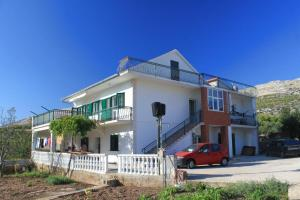 Apartment Grebastica 8367a, Apartments  Brodarica - big - 1