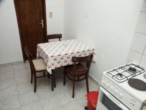 Apartment Sucuraj 136a, Apartments  Sućuraj - big - 9