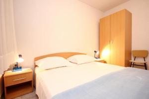 Studio Vinisce 10006a, Apartments  Vinišće - big - 7