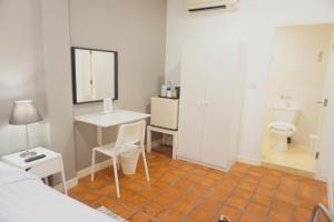Standard Single Room - no window