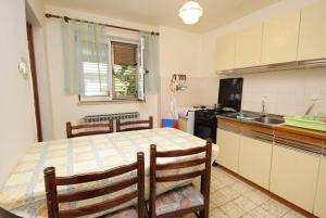 Apartment Senj 5572a, Apartmány  Senj - big - 14