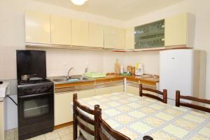 Apartment Senj 5572a, Apartmány  Senj - big - 6
