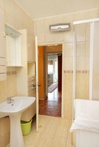 Apartment Senj 5572a, Apartmány  Senj - big - 4