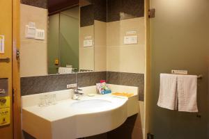 Super 8 Hotel Ningbo Zhaohui, Hotely  Ningbo - big - 2