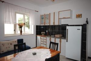 Apartment Tribunj 7117b, Appartamenti  Tribunj (Trebocconi) - big - 13