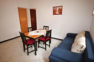 Apartment Tribunj 7117b, Appartamenti  Tribunj (Trebocconi) - big - 12