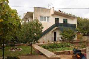 Apartment Tribunj 7117b, Appartamenti  Tribunj - big - 1