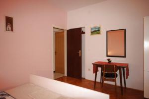 Apartment Tribunj 7117b, Appartamenti  Tribunj (Trebocconi) - big - 8