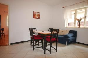 Apartment Tribunj 7117b, Appartamenti  Tribunj (Trebocconi) - big - 4