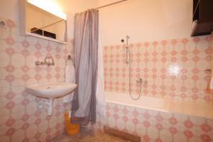 Apartment Tribunj 7117b, Appartamenti  Tribunj (Trebocconi) - big - 2