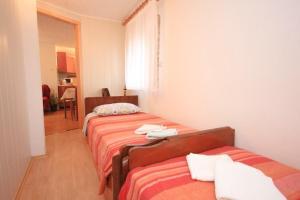 Apartment Stokovci 7457a, Apartments  Štokovci - big - 5