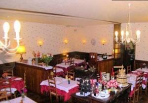 Hôtel Restaurant des Voyageurs, Hotely  Plonéour-Lanvern - big - 27