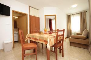 Apartment Stokovci 9039a, Apartments  Štokovci - big - 12