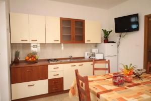Apartment Stokovci 9039a, Apartments  Štokovci - big - 10