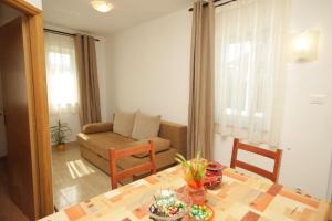 Apartment Stokovci 9039a, Apartments  Štokovci - big - 4