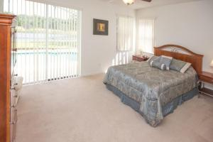 16907 Sunrise Lakes 4 Bedroom Villa