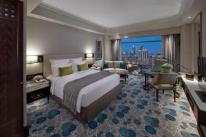 Club Zimmer mit Kingsize-Bett und Parkblick