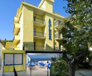 Hotel Adler, Отели  Риччоне - big - 1