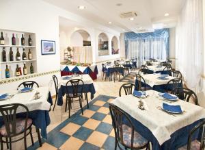 Hotel Adler, Hotel  Riccione - big - 3