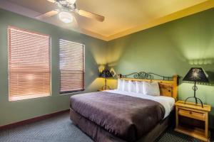 Clarion Inn & Suites Mission, Отели  Mission - big - 6