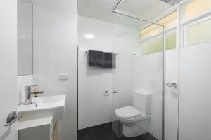 Modern Great value 2 bedroom with Netflix, Apartmány  Brisbane - big - 4