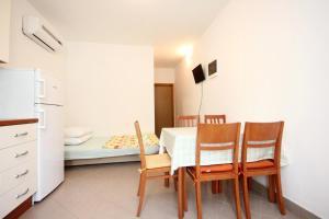 Apartment Poljica 10010a, Apartments  Marina - big - 6