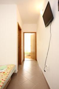 Apartment Poljica 10010a, Apartments  Marina - big - 8