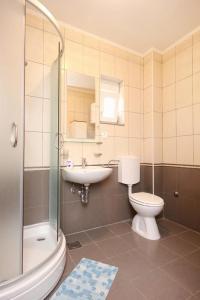 Apartment Poljica 10010a, Apartmány  Marina - big - 9