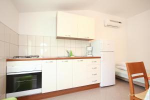 Apartment Poljica 10010a, Apartments  Marina - big - 3