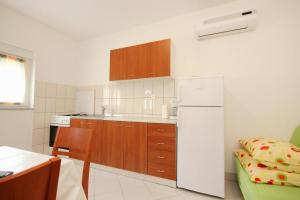 Apartment Poljica 10010c, Apartmány  Marina - big - 6