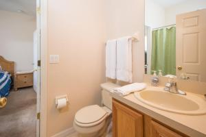 Laurie's Regal Palms Townhouse** Townhouse, Holiday homes  Davenport - big - 18