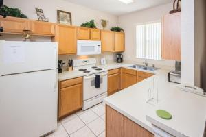 Laurie's Regal Palms Townhouse** Townhouse, Holiday homes  Davenport - big - 10